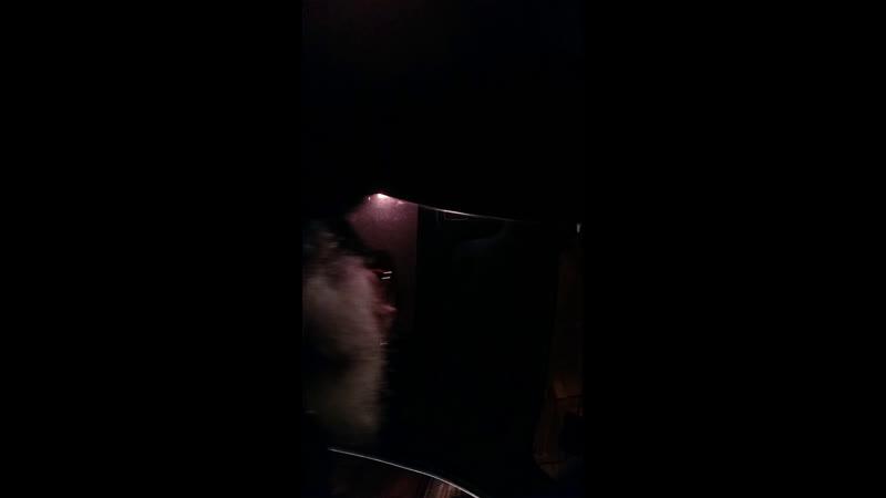 Еду в Печку на дискатэку со своей фонотэкой потом в 22 00 на стрелку ВО на встречу правого руля ночью по городу на метле З