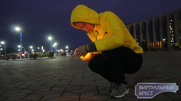 На Гребном канале зажгли свечи в рамках Международного Дня Мира и устроили концерт