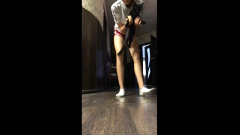 Кот танцует не хуже человека .mp4