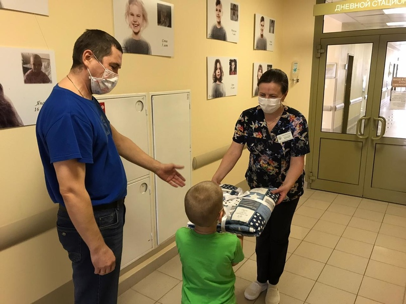 «Любимое одеялко» получили в подарок маленькие пациенты Областной детской больницы, изображение №1
