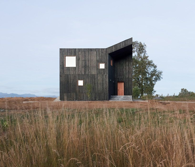 Ampuero Yutronic manipulates all-black volume to form sculptural hilltop home in Chile