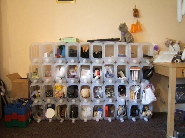 Шкаф для вещей или инструментов