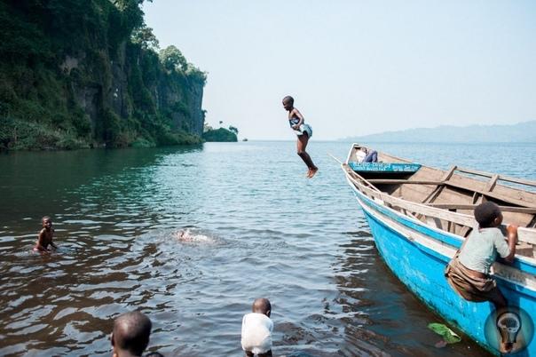 Крестовый поход детей: фоторепортаж из Демократической Республики Конго, где подростки учатся убивать