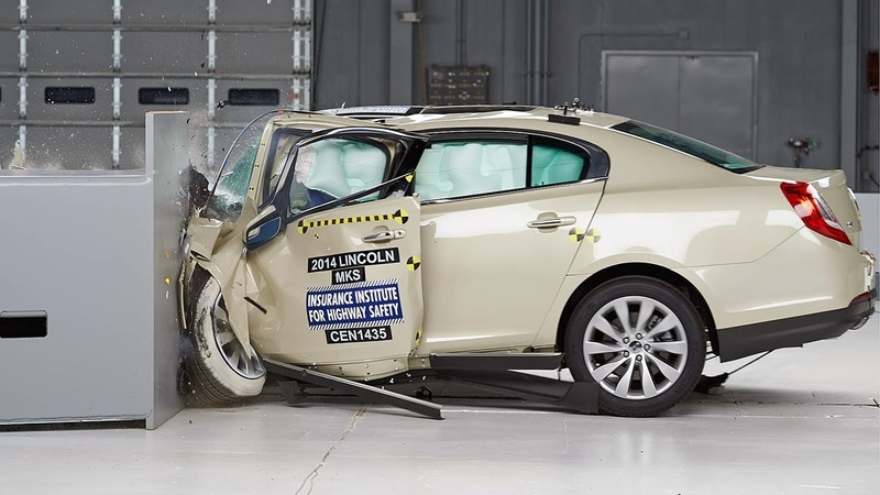 2014 Lincoln MKS driver side small overlap IIHS crash test