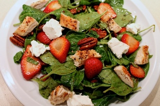 lettuce salad with strawberries - HD1280×853