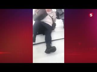 Видео из салона самолета, совершившего аварийную посадку в Усинске