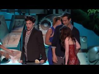 Robert Pattinson & Kristen Stewart Share the 'Best Kiss' Award _ MTV Movie & TV.mp4