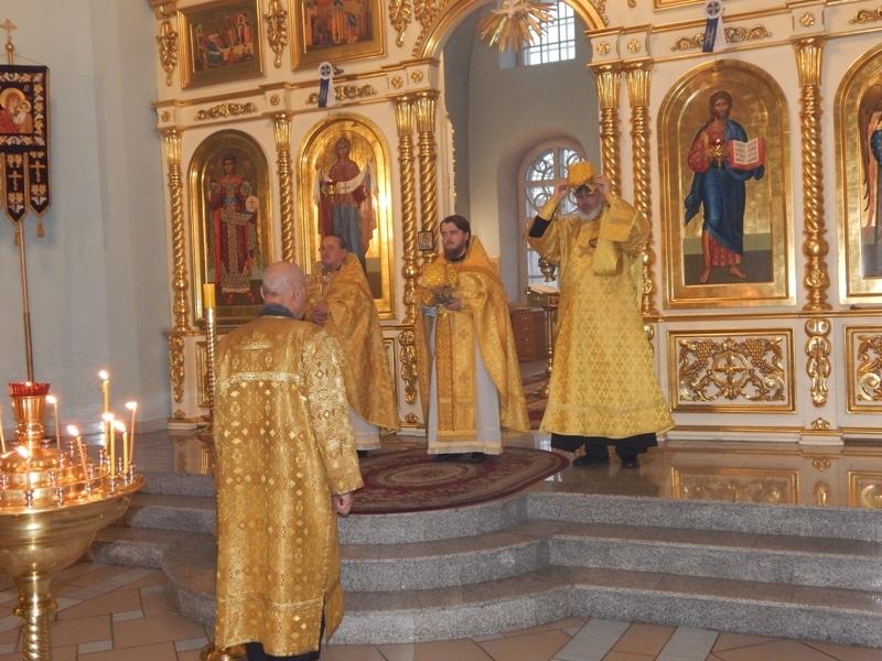Благочинный Петровского округа иерей Сергий ПРОТАСОВ поздравляет верующих петровчан с праздником Рождества Христова
