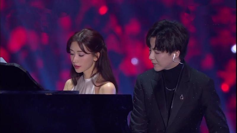 林志玲鋼琴伴奏與劉宇寧同坐演唱《說散就散》,現場版畫面唯美超讚