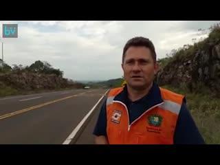 Мы установили лежачие полицейские, чтобы регулировать скорость на дороге
