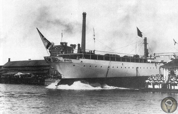 Крейсер «Алмаз» Корабль, строившийся в качестве яхты для наместника, нёс свою службу посыльным судном и авиатранспортом. Будущий крейсер «Алмаз» был спроектирован в качестве вооруженной яхты
