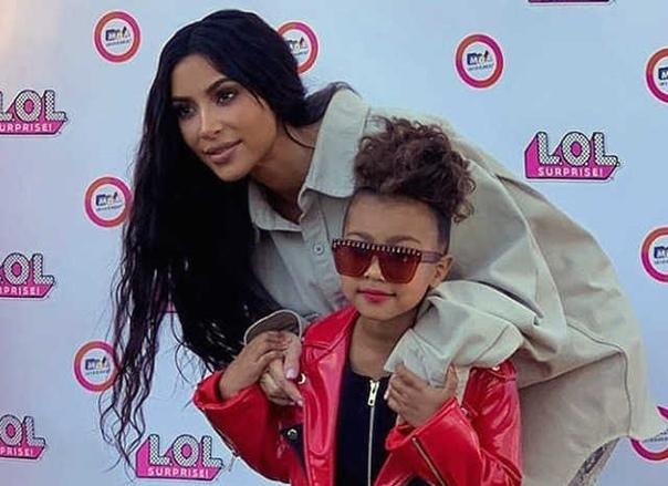 Новые правила: Канье Уэст запретил дочери пользоваться косметикой, пока она не подрастет