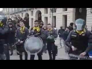 Италия полиция күштері халықпен бірге екенін дәлелдеді