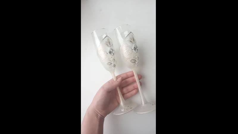 Переливающиеся нежные бокалы