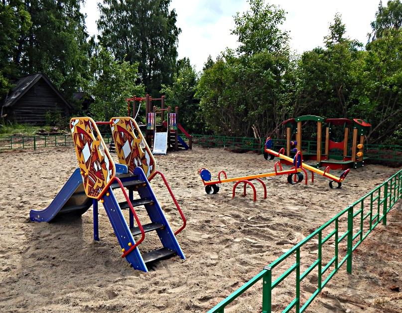 Детская площадка в Тырышкино.