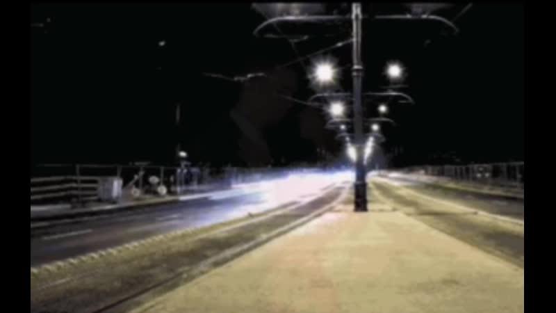 Гифка машина едет по улице ночью