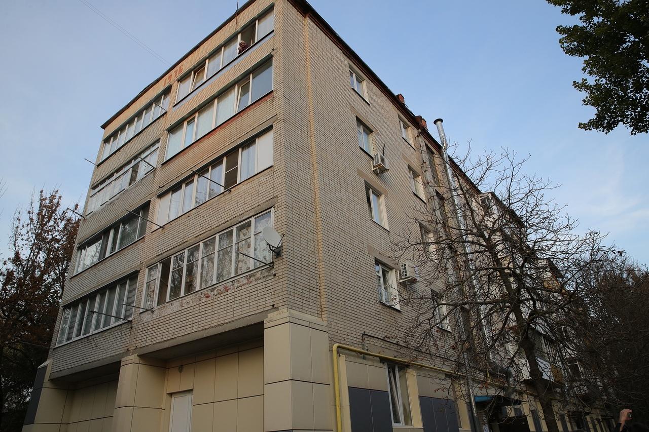 Губернатор Ростовской области Василий Голубев побывал в Таганроге в разрушающейся многоэтажке