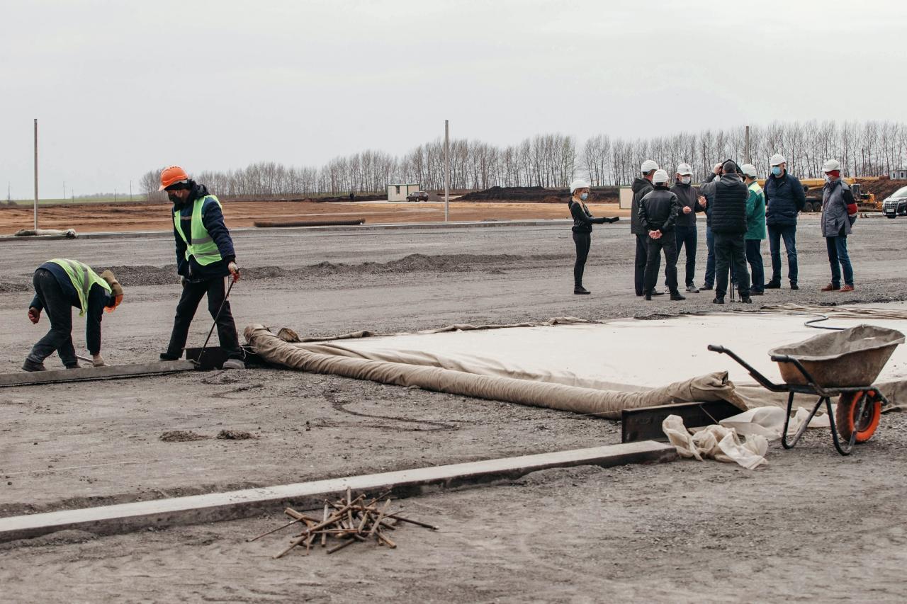 Курский губернатор побывал на строительстве крупнейшего в Европе завода