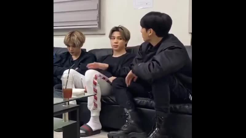 Not a Jikook vlive but Jimin and Jungkook sitting next to each other and Jungkoo ( 720 X 720 ).mp4