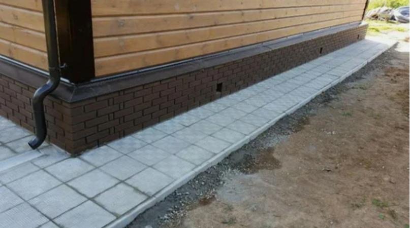 Отмостка из тротуарной плитки (брусчатки)