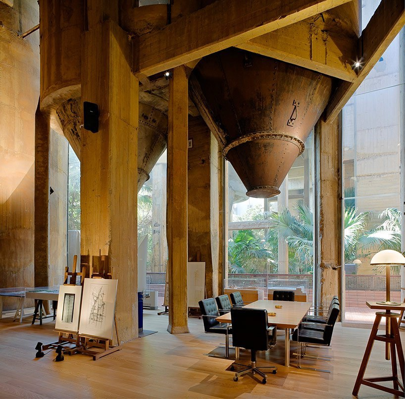 La fabrica дом и студия архитектора Риккардо Бофилла