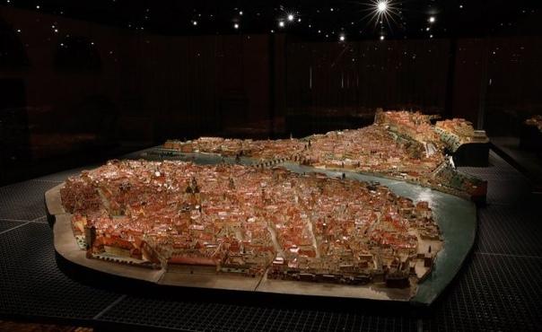 Модель Праги из бумаги и картона
