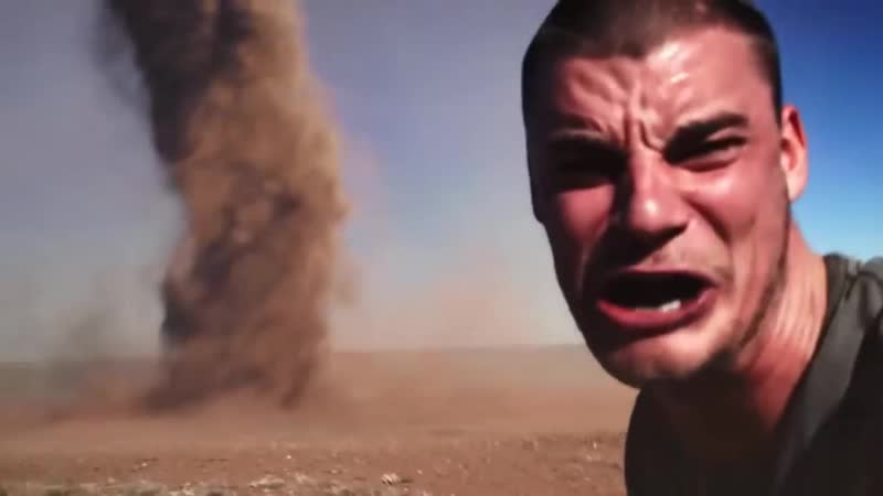 Сумасшедший парень засняРсеРфи с торнадо