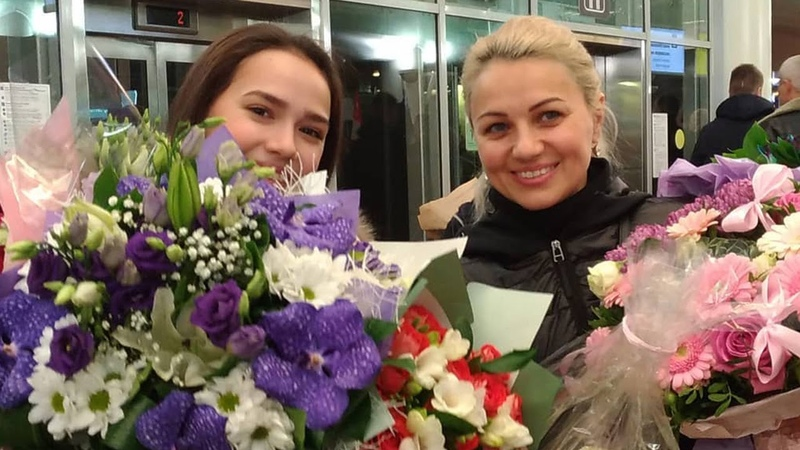 Загитова прилетела в Москву. Трогательная встреча поклонников в аэропорту. Финал Гран-При Турин