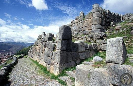 Саксайуаман  древний город в горах. Перу.