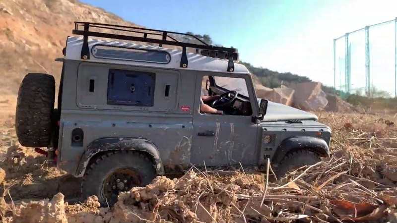 RC car Defender D90 KAHN Off-road Driving 18