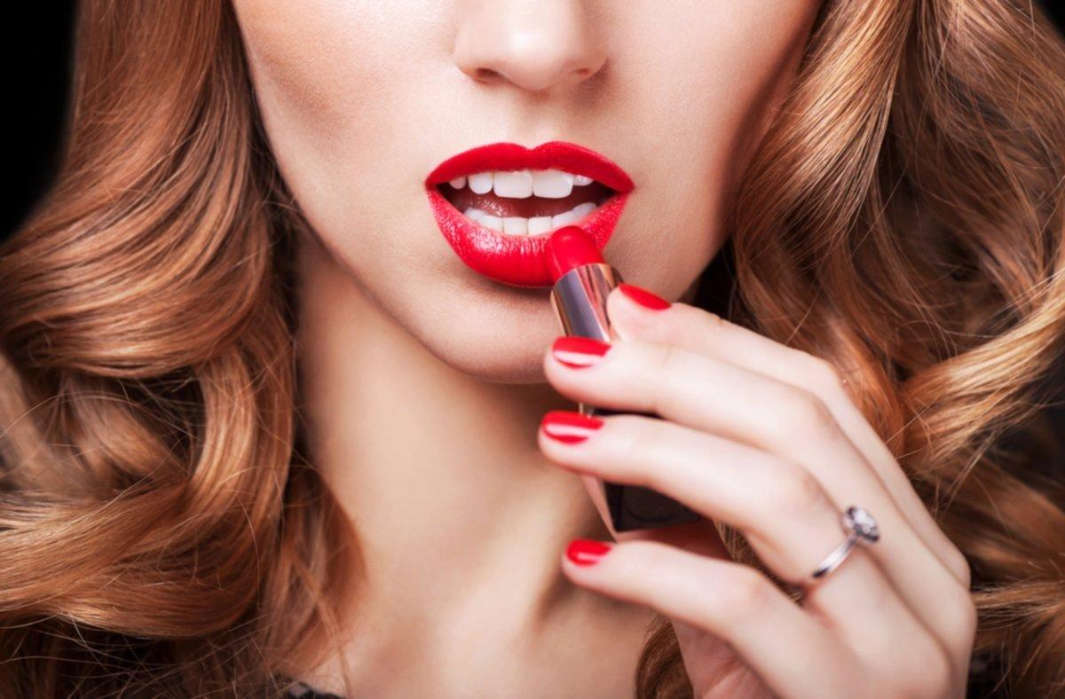 Накрашенные женские губы фото