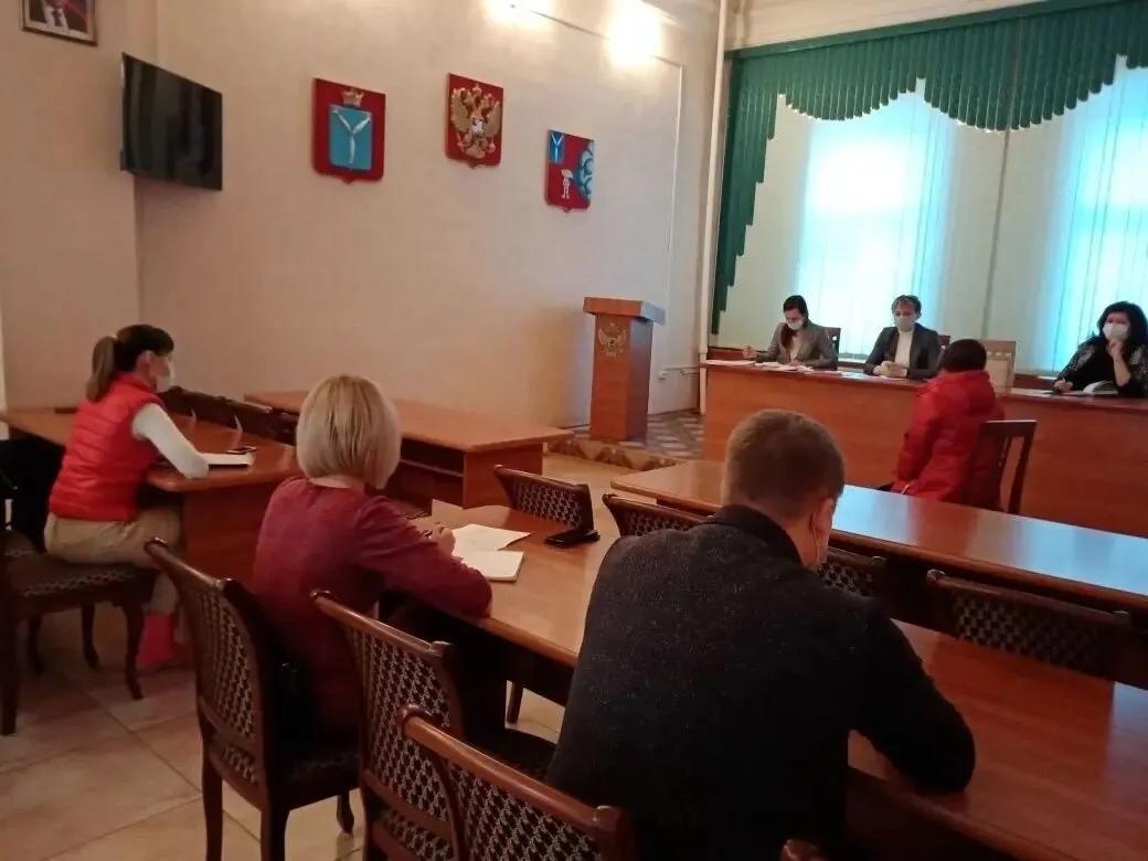 Состоялось заседание районной комиссии по делам несовершеннолетних и защите