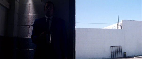«Любовь, сбивающая с ног» (2002) / часть 2 Режиссер: Пол Томас Андерсон Оператор: Роберт Элсвит