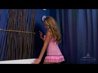 Sofi Goldfinger в розовом платьице