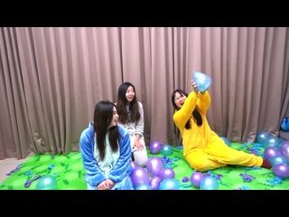 How many balloons can these asian girls pop in under a minute