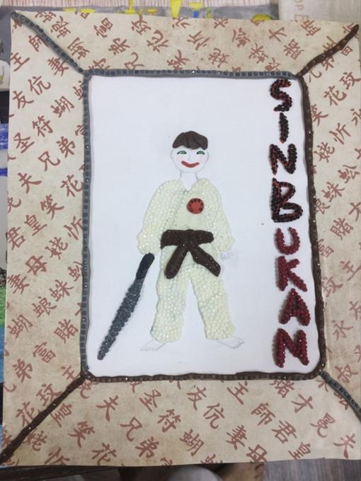 Микус Глеб. Воин с мечом. Картон, бумага, пластилин, стразы, фломастеры.