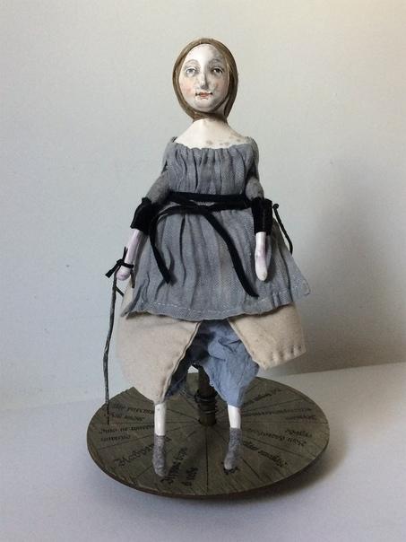 """Кукла  """"Кукла-гадалка 2"""". Автор: Моисеева Светлана  https://vk.com/id260530851 Описание: Интерьерная игрушка с мистическим смыслом. Загадайте вопрос который Вас волнует, крутите диск и кукла своей волшебной палочкой укажет Вам ответ! Размер - 25 см. Папье-маше, каркас из проволоки, синтепон, текстиль, роспись маслом, ручное окрашивание, дерево, волокна льна. Цена: 5000 руб."""