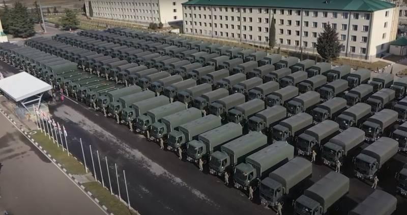Грузинские армейские многоцелевые грузовики с любовью от США