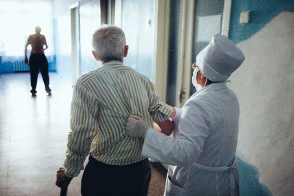 В Самарской области около 500 медиков вернули с пе...