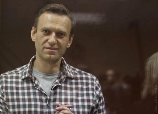 Навального переводят изколонии вбольницу. Онголодает с31марта