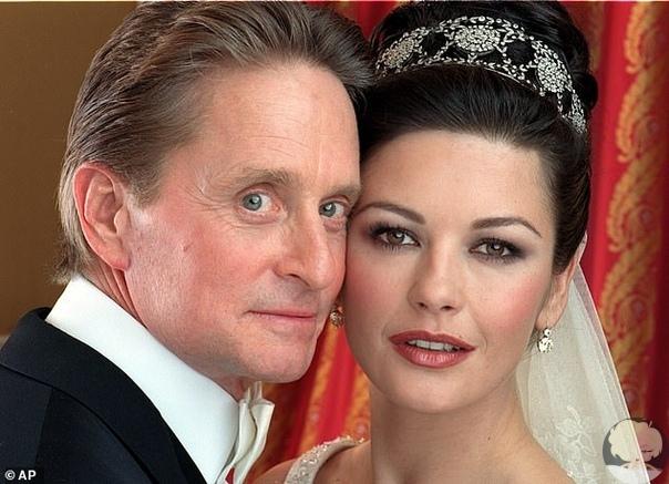 Как трогательно Майкл Дуглас рассказал историю знакомства с Кэтрин Зета-Джонс в 20-ю годовщину свадьбы «Думаю, я облажался по полной». 18 ноября 2000 года знаменитые актеры поженились в