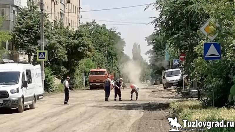 В Новочеркасске дорожные рабочие повредили газопровод высокого давления