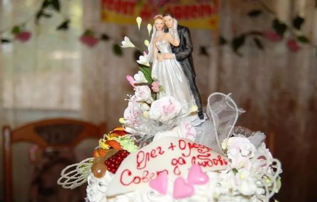 Свадебные приметы и суеверия: каравай, торт, застолье