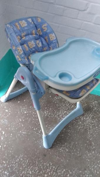 Продам стульчик. По высоте регулируется, столик сн...