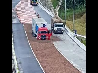 Очень нужная на всех дорогах вещь, аварийный съезд для грузовых автомобилей!💥