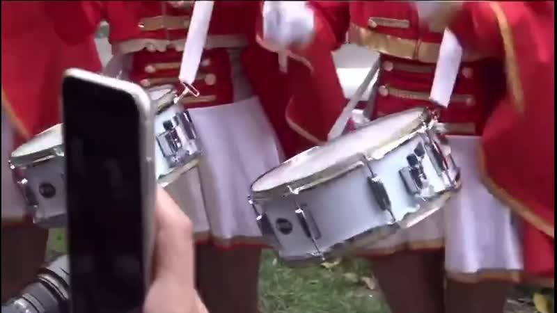Выступление барабанщиц