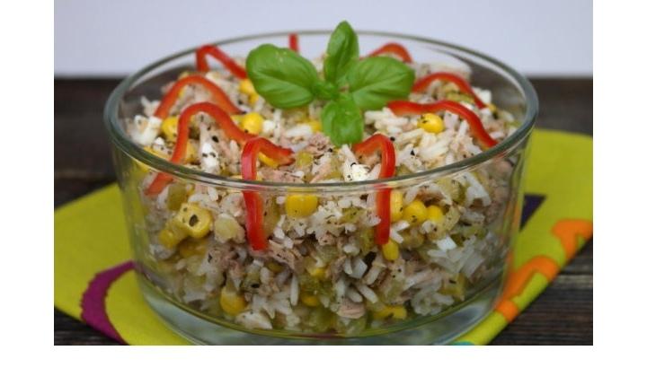 Салат с тунцом, рисом и овощами, изображение №3