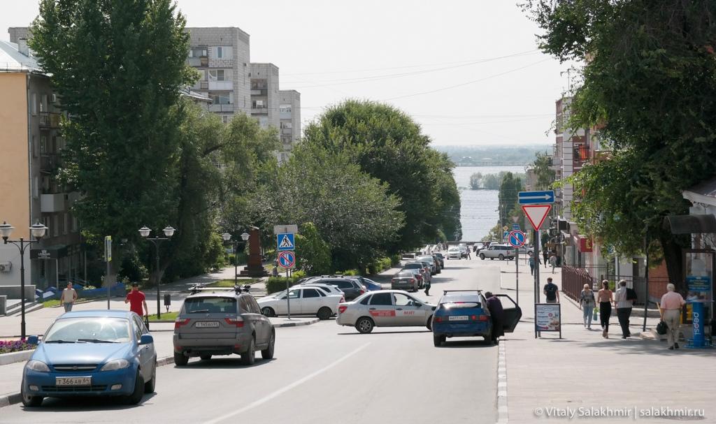Дорога около набережной в Саратове