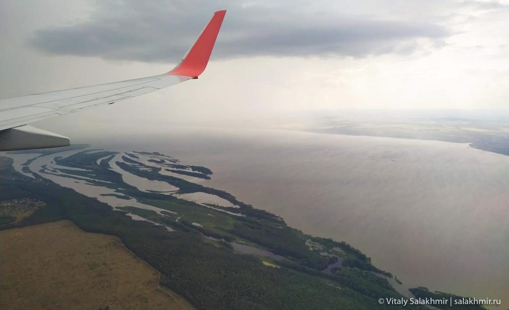 Залив при подлете в аэропорт Казани