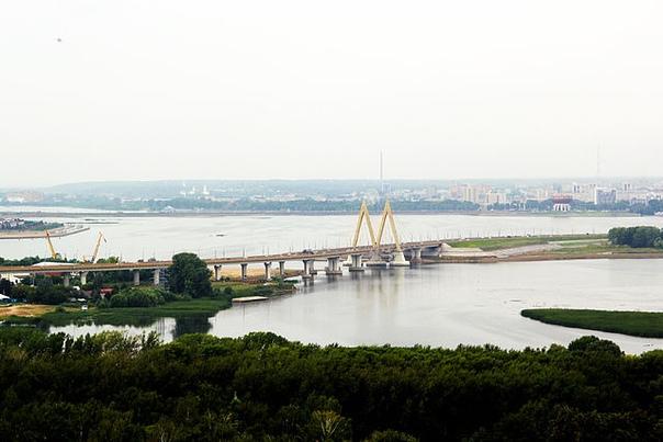 Мост Миллениум в Казани. Открытие29 июля 2005 1-я очередь30 августа 2007 2-я очередьМост обязан своим названием тысячелетнему юбилею Казани, в канун которого и был сдан. Реализованная в пилоне